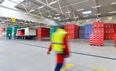 große Lagerhalle, Versandabteilung // industrial storage