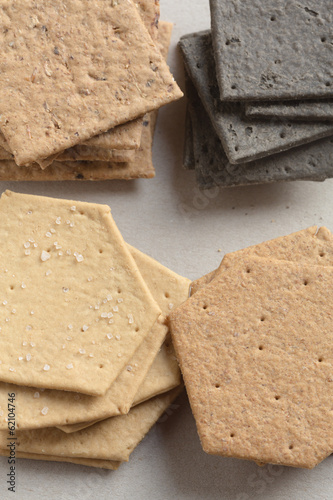 Mixed english crackers