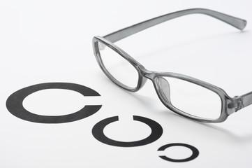 セルフレームメガネと視力検査