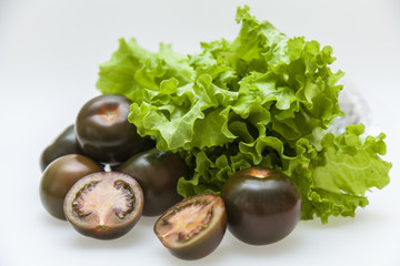 Black tomato varieties Kumata and lettuce