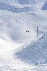 Elicottero con campana detonante anti-valanghe