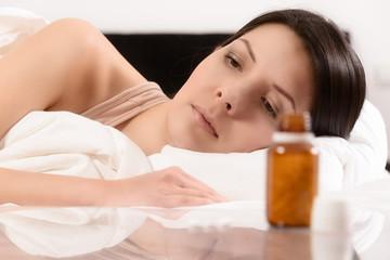 Frau leidet unter Schlafstörungen