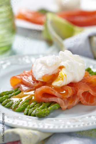 Poached egg with salmon and asparagus