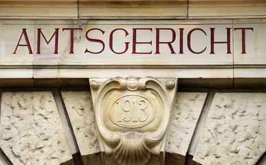 Amtsgericht Portal Inschrift Schrift gemeißelt