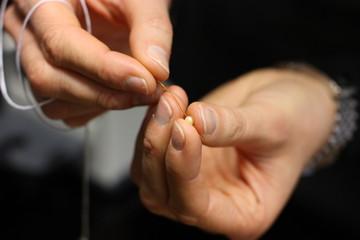 montaggio collana perle