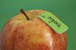 Bio-Apfel mit Etikett