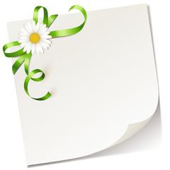 Notizzettel mit grüner Schleife und Margerite