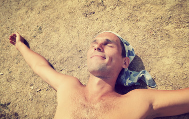 man sunbathes on the sun