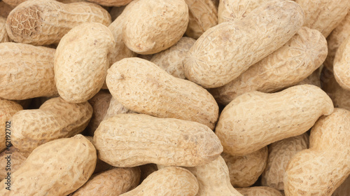 peanuts in shell in groups