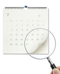 カレンダーとルーペ