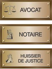 Plaque métier : avocat, notaire, huissier.