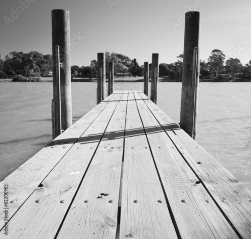 murray-river-jetty-black-and-white