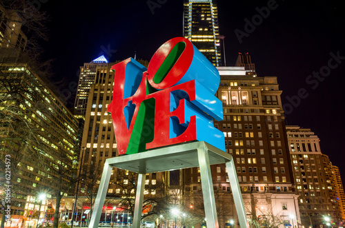 Tuinposter Standbeeld The Love statue in the Love Park Philadelphia