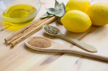 Ingredientes tradicionales canela, limones y especias.