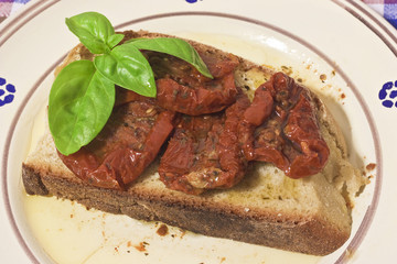 slice of bread with sun-dried tomatoes
