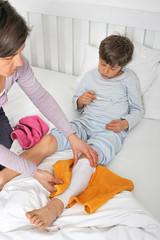 Krankes Kind mit Wadenwickel