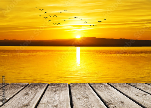 el mar amanece de amarillo - 62234155