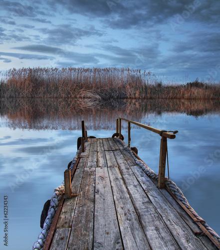un dia de triste en el lago - 62234343