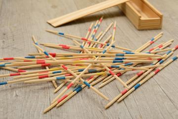 Gioco Mikado o Shangai in scatola di legno