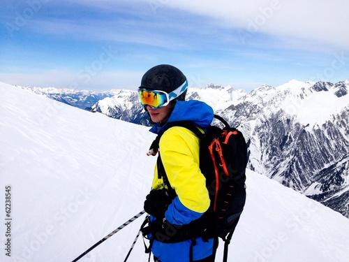 Teenager beim Skifahren