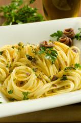 Spaghetti con alici e bottarga, cucina mediterranea