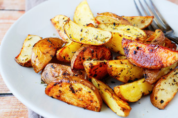 potato wedges with the peel in spices