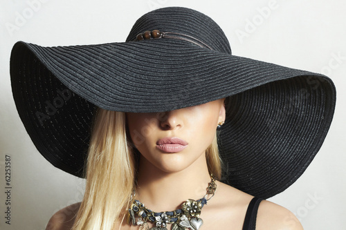 Beautiful Blond Woman in Hat.Elegance Beauty Girl in Jewelry