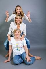 drei generationen großmutter mutter und tochter