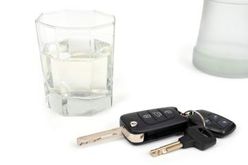 Стакан с водкой и ключи от автомобиля
