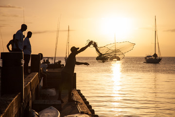 Fischer wirft Netz