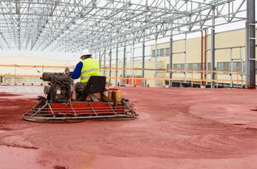 Apparecchiatura per levigazione cemento con operatore