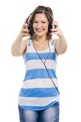 Beautiful young woman smiling and listen music