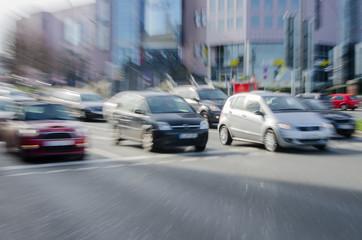 Stadtverkehr losfahrende autos Zoomeffekt