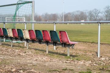 Sitzmöglichkeiten auf dem Sportplatz