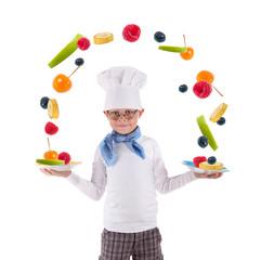 kleiner Koch mit frischen Obst