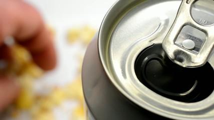 Snacks und Bier oder ungesunde Lebensweise