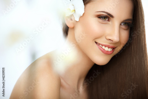 Poster Brown Hair. Portrait of Beautiful Woman with Long Hair. Face