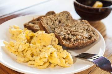 Scrambled Eggs with Banana Bread