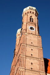 Vertical photo of Munich's Frauenkirche