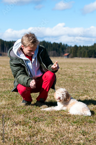Teenager mit Hund