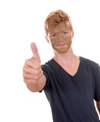 Teenager mit Gesichtsmaske