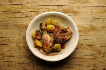 Chicken and potatoes Pollo y papas Huhn und Kartoffeln