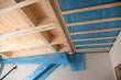 Neubau Holzhaus: hier Holzbalken und erste Isolierung