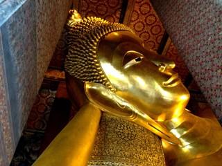 reclining buddha at wat pho