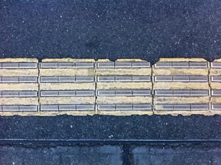 古い点字ブロック