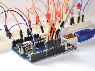 Arduino electronic platform for hobbyists