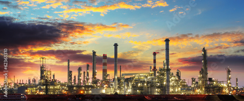 canvas print picture Oil refinery industrial plant at night