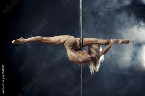 pole dance - 62369962