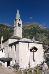 Chiesa a Gressoney con cimitero