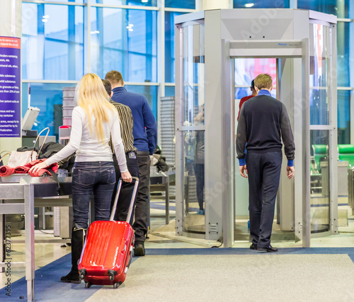 Canvas Treinstation MOSCOW - NOVEMBER 23, 2013: people in the hall of the airport Do